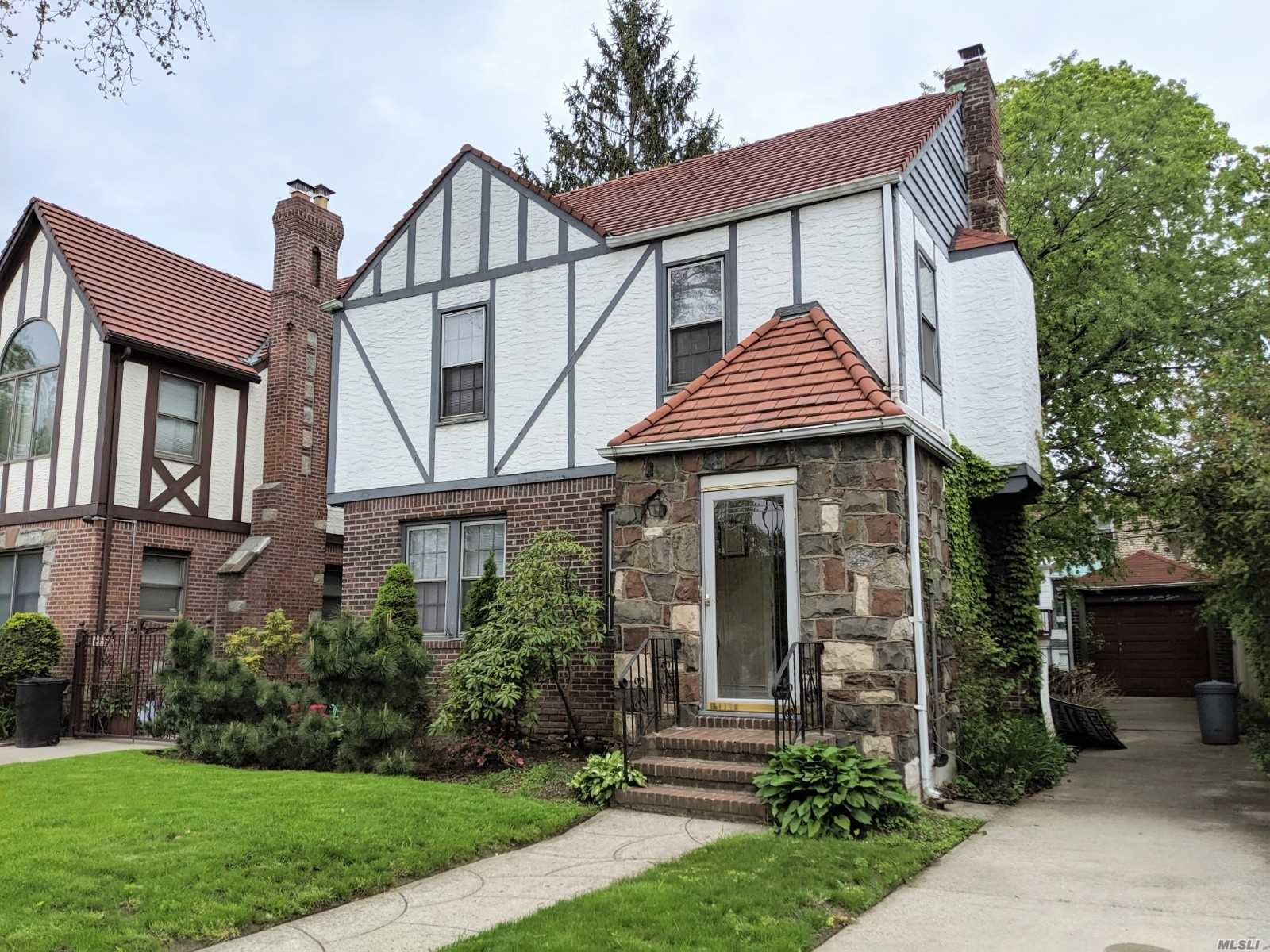 Beautiful Detached 1-family Tudor in the most desirable area of Auburndale. Hardwood floor. Transportation Q27, Q31. Close to park, shopping and school. School District 26 - PS 162. JHS 216, Francis Lewis High School.