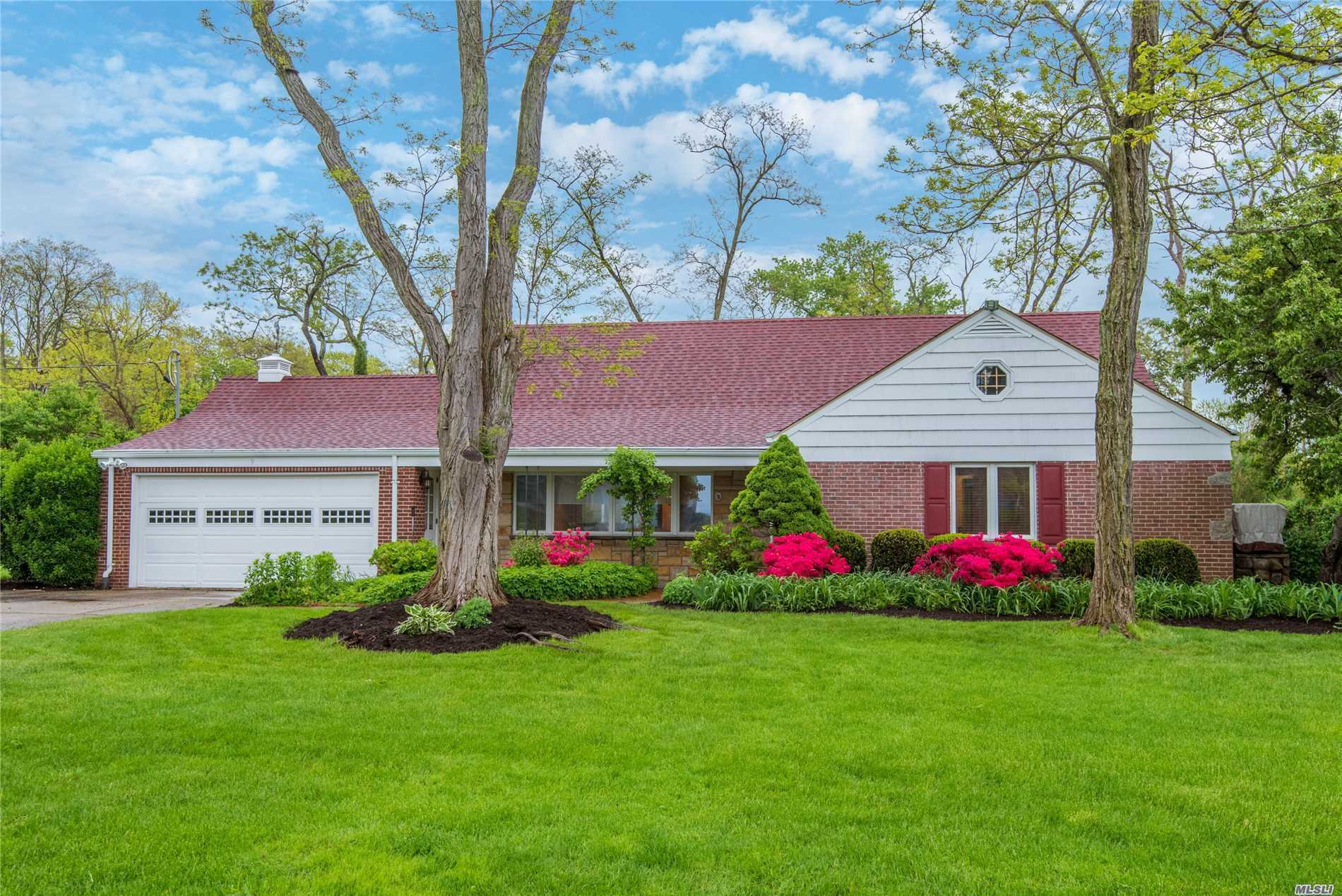 Sundrenched 3 Bedrm Ranch, with waterviews set on .6 park-like Acres which were formerly part of JP Morgan's estate. Enjoy resort style living year-round or as a weekend retreat. Boating, Swimming and Beach Rights just out your front door w/ HOA dues. Golf & Tennis Nearby.