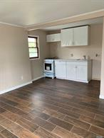 Froont unit  Kitchen/Living Rm combo, Full Bath