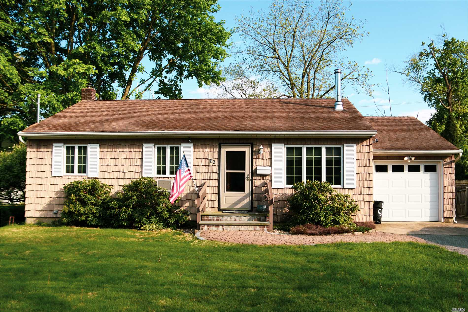 Rare Opportunity For Dog Owner Or Temporary Rental. Spacious Ranch Home With Fenced In Yard. 2 Small Dogs Up To 25lbs Each Or 1 Dog 50lbs. Month To Month or Available As A Summer Rental. Use Of Driveway, Space For Entertaining On Deck. Harborfields School District.