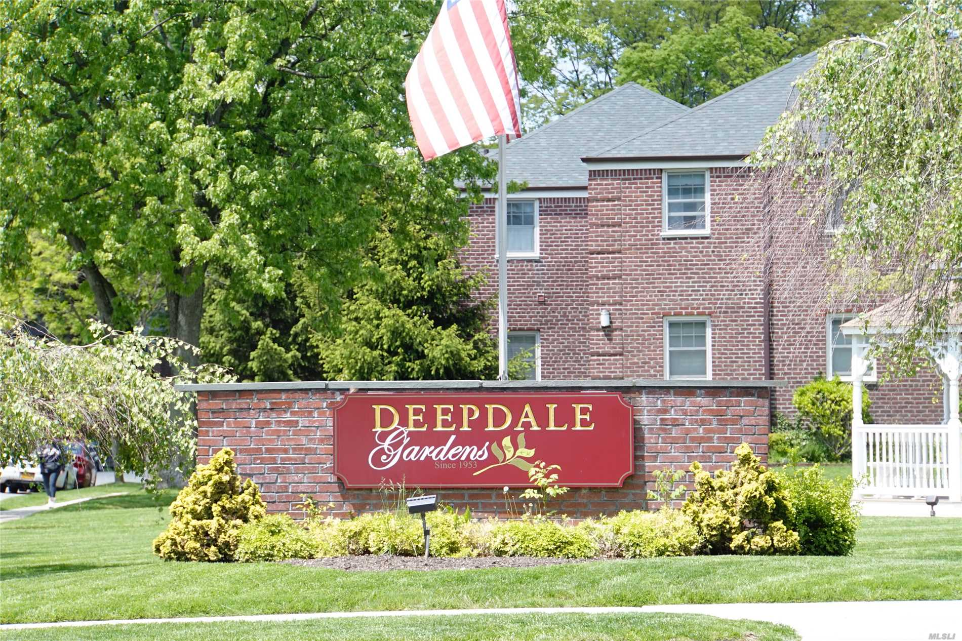 Exceptional Clean & Mint Condition 3 Bedrm with Separated Dining room Unit in Deepdale Gardens. Totally Renovated Kitchen&Bath, New Wood floor, New Ceiling lights, Quiet Unit located at inside of the Courtyard, All Utilities included, Washer&Dryer installed. 3 Car Parking Allowed.