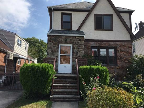 Delightful single family house 3 minutes to Kessina Park, 14 minutes walk to supermarkets. Near transportation Q26, Q27. Wood Floors. Separate access to basement.
