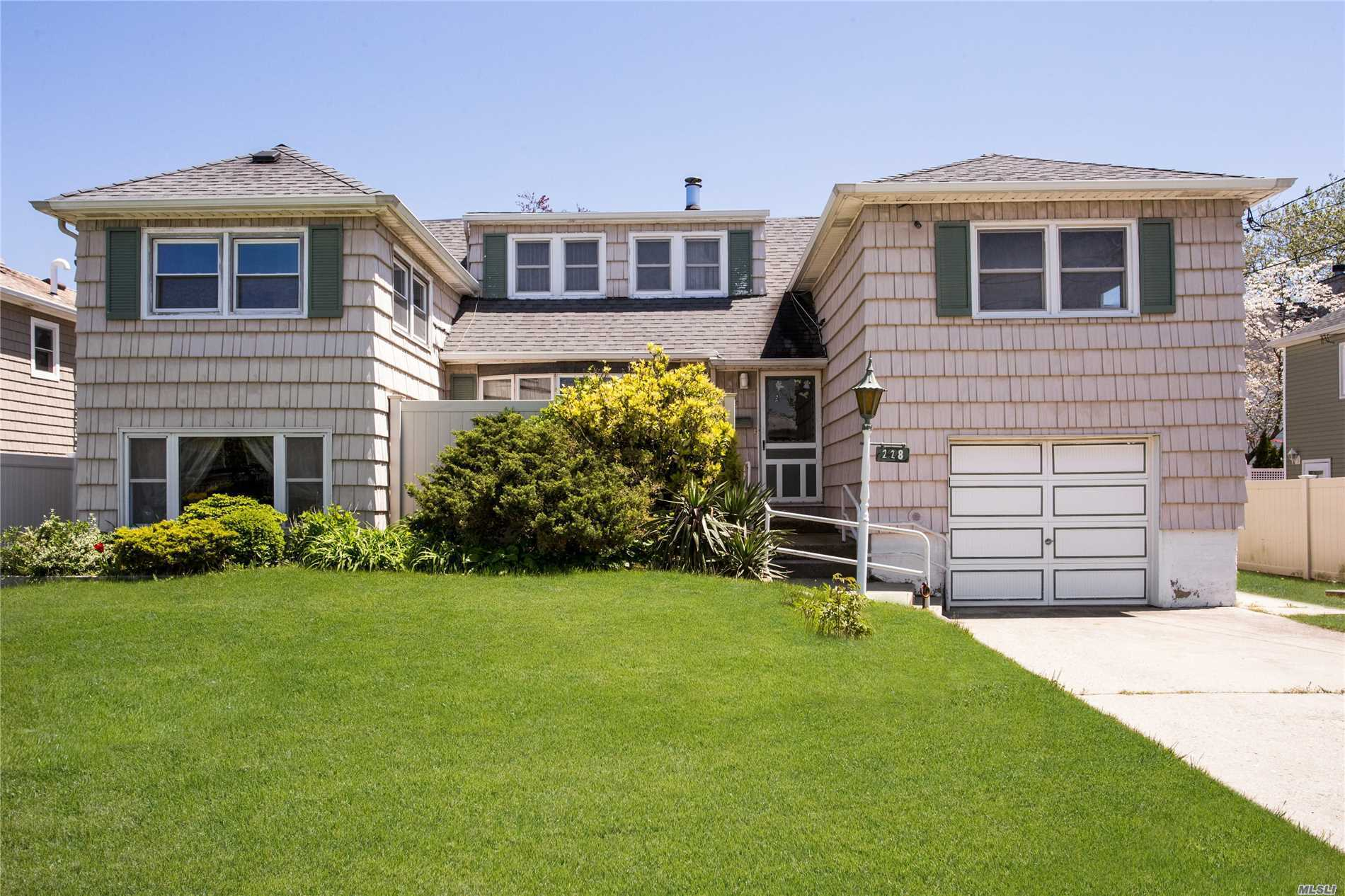 Harbor Isle - An Incredibly Rare 6 Bedroom Split-Level Home. Accompanying 2.5 Bathrooms, Spacious Family & Living Rooms, Formal Dining, & Eat-in Kitchen, Enjoy Large Front & Rear Yards With a Beautifully Maintained Lawn, Patio & Porch. Wood Stove-Fireplace. Dual Utility Rooms Great for Storage & Laundry, Full Attic, 1 Car Garage & Driveway. Flood Insurance Only $482 Per Year!