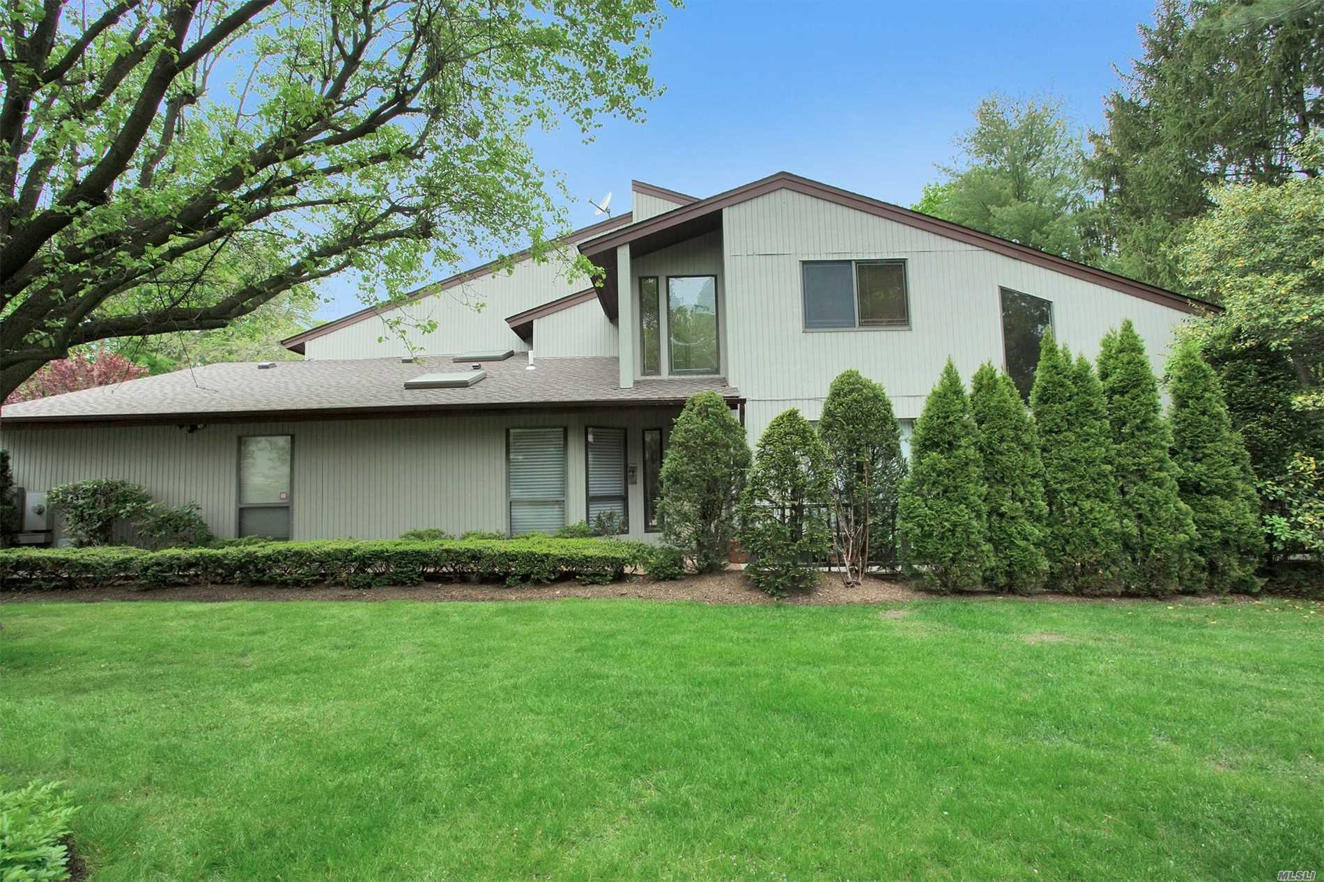Largest Corner Model with Master on the !st floor in the Hamlet East, Very Privet location, 3/4 brms, 3.5 bath Must  See!!!