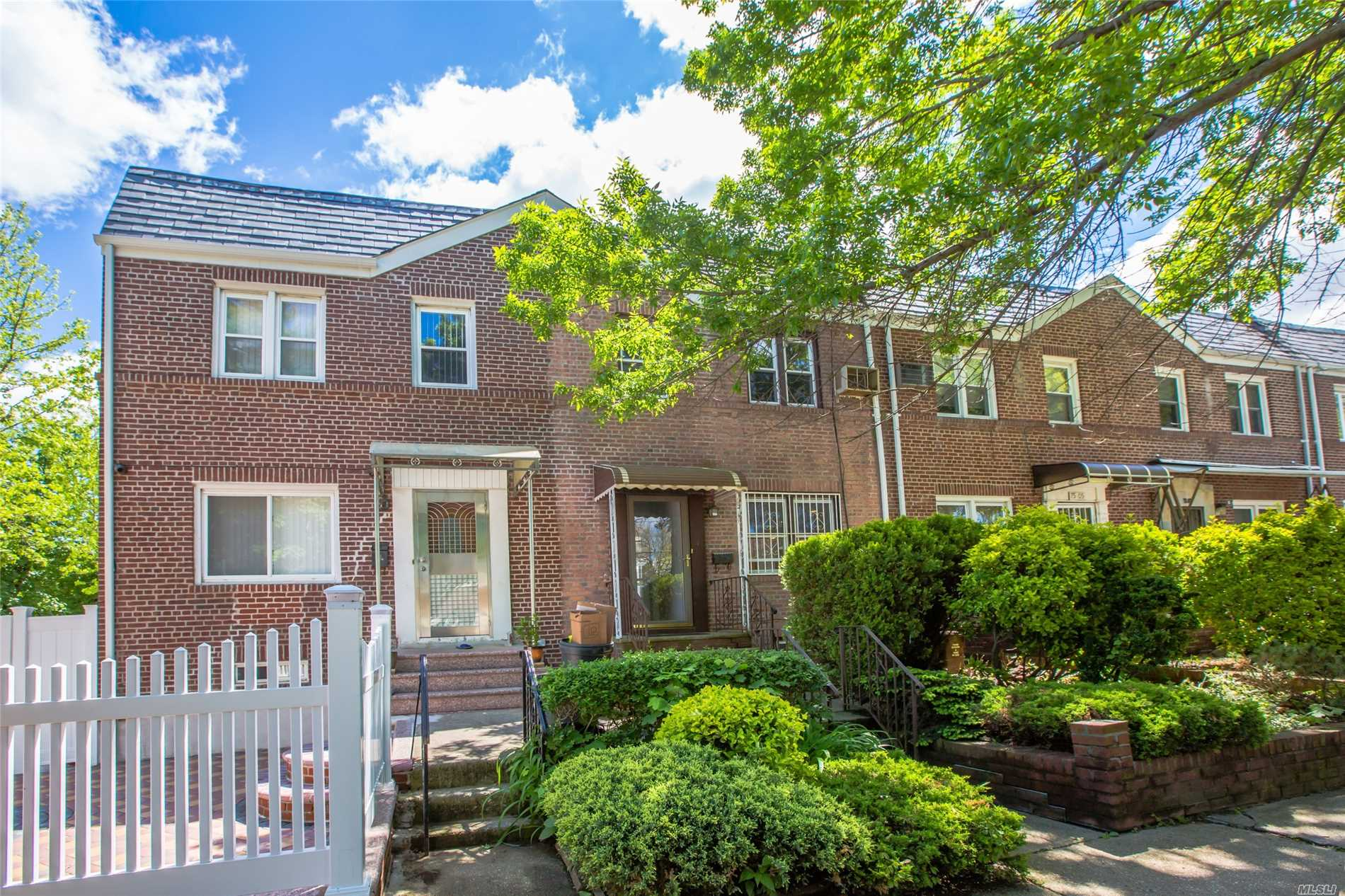 Beautiful Block, Well Maintained Brick Townhouse With Detached 1 Car Garage. Clean & Sunny Bright Home. Full Finished Walk In Basement.