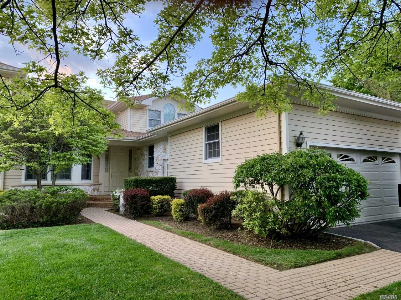 ** BY APPOINTMENT ONLY ** The Vanderbilt THe Most Desirable Home In The Links With A MASTER BEDROOM ON THE MAIN FLOOR in an Inside Location Near Clubhouse with 2 Ensuite Bedrooms and Loft on 2nd Floor
