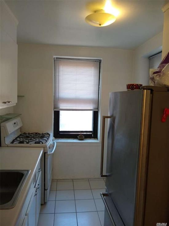 Excellent & Well Kept Building 1 bedroom & 1 bath coop, 700sq ft, maintenance fee of $574 include all Utilities, has gym, courtyard, Close to stores, restaurants, schools, parks, buses & more.