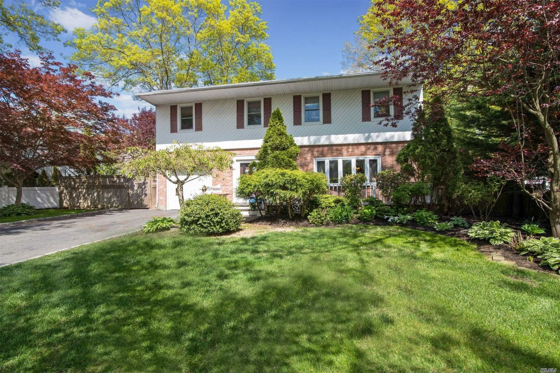 Looking for a Beautiful Brookfield Colonial with over 2, 000 sq ft in Smithtown schools? Look no further! This 4 bedroom 2.5 bath home sits on .26 acres. It has a one car garage, finished basement and in ground pool with deck. Master suite has two walk in closets and a full bath. Updated boiler, cesspool, hot water heater and 200 amp service.