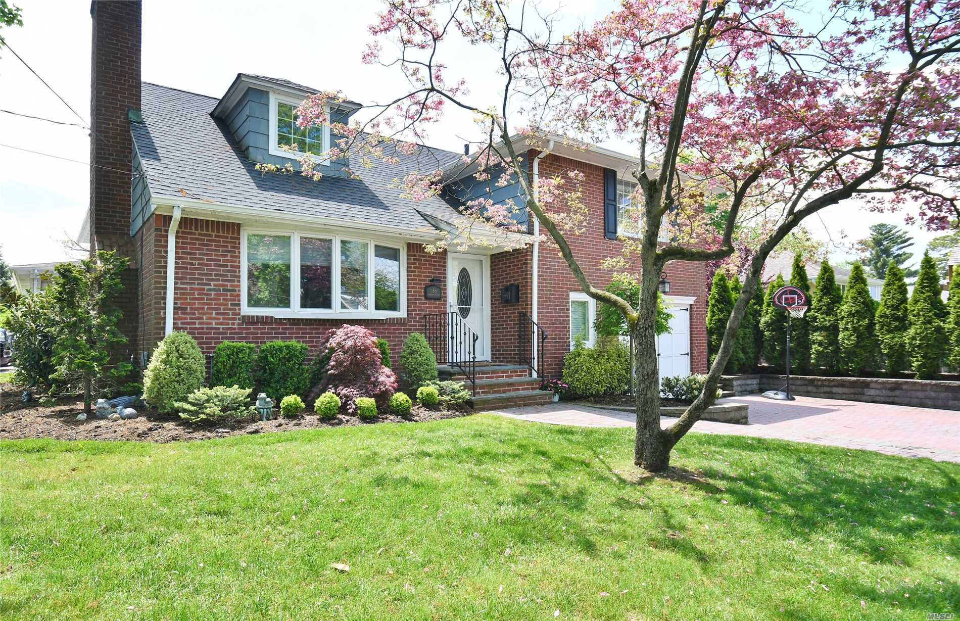 Renovated split level home in the heart of East Williston. Move right in this lovely home... new kitchen with s/s appliances 2 new bathrooms, new heating system, beautiful crown molding and hardwood floors through out. Close to LIRR, parks, schools, library and restaurants.