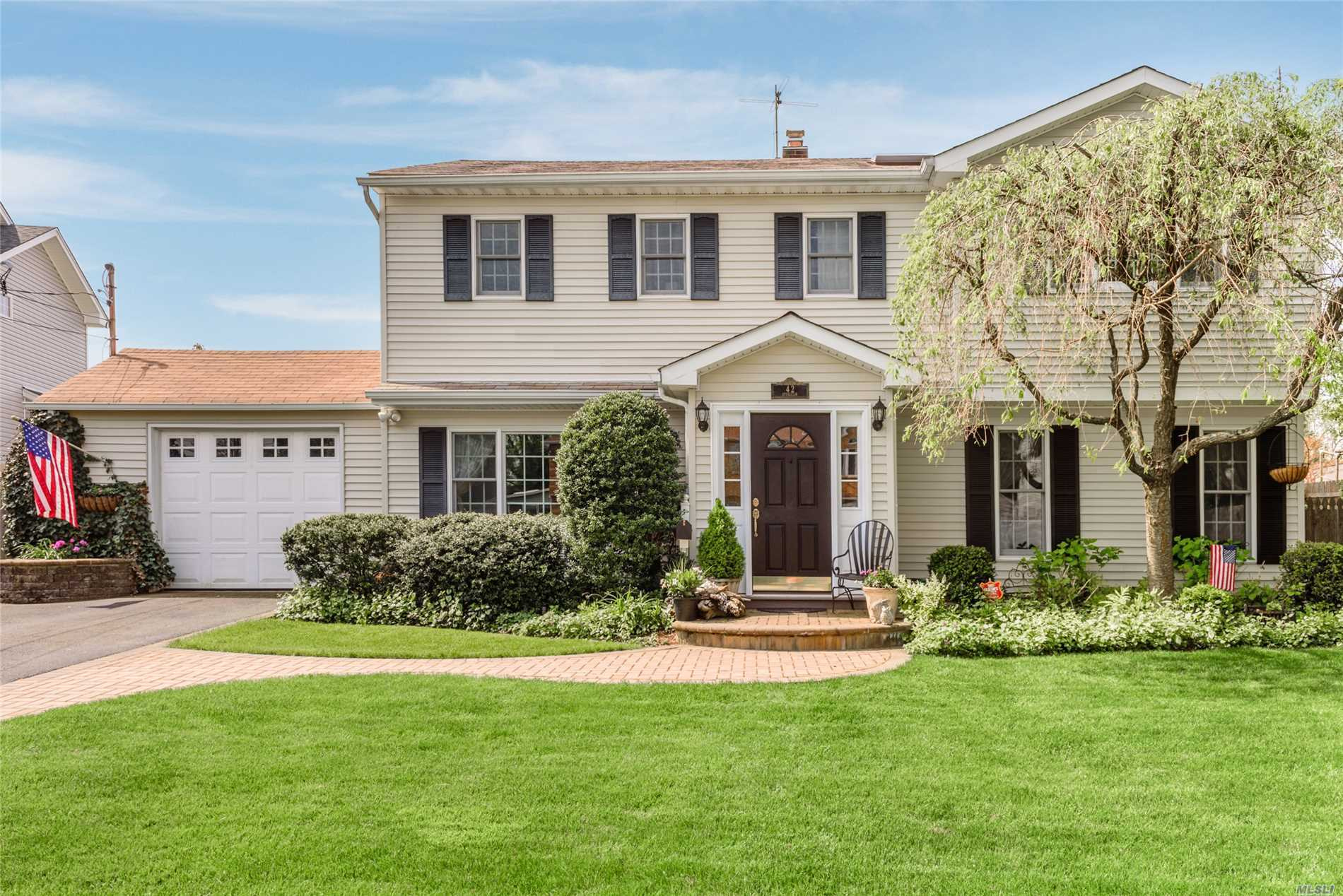 N. Syosset. Pristine and perfect classic 4 bedroom 2 full bath colonial situated mid block on a beautiful tree - lined street. An absolute 10 for curb appeal with classic lines and gorgeous landscaping. Loaded. Close to Village of Syosset, LIRR and Syosset schools.