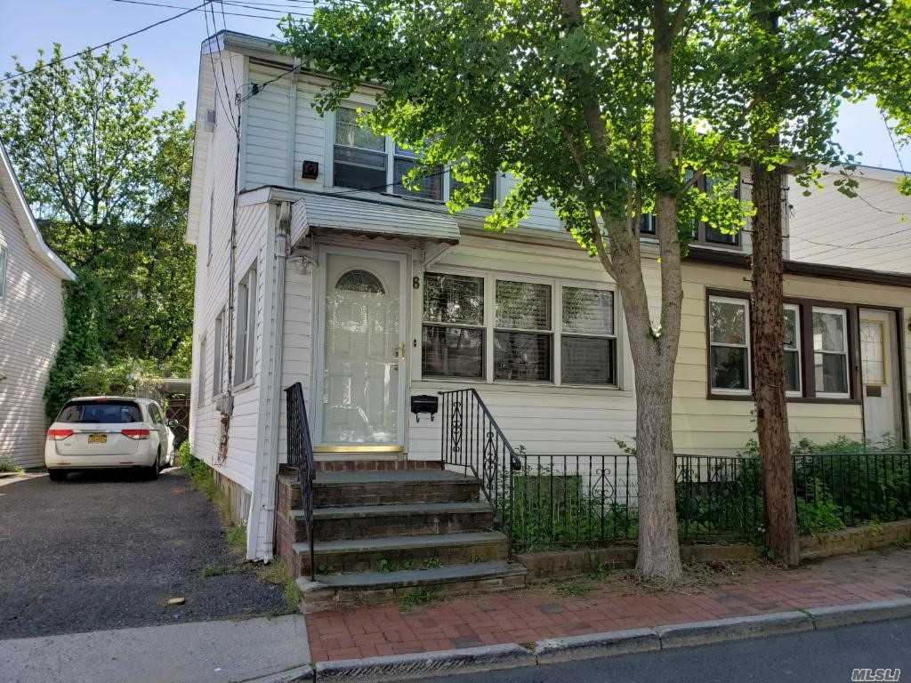 Face To East, Very Bright House .3 Bedroom And Attic For Family Library. Great Neck South School, 3 Blacks To LIRR.