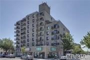 2BR/2BTH Bayside Plaza Condo rental with underground parking space and terrace. Very conveniently located 1 block away from BAYSIDE L.I.R.R and Bell Blvd (buses, restaurants, bars).