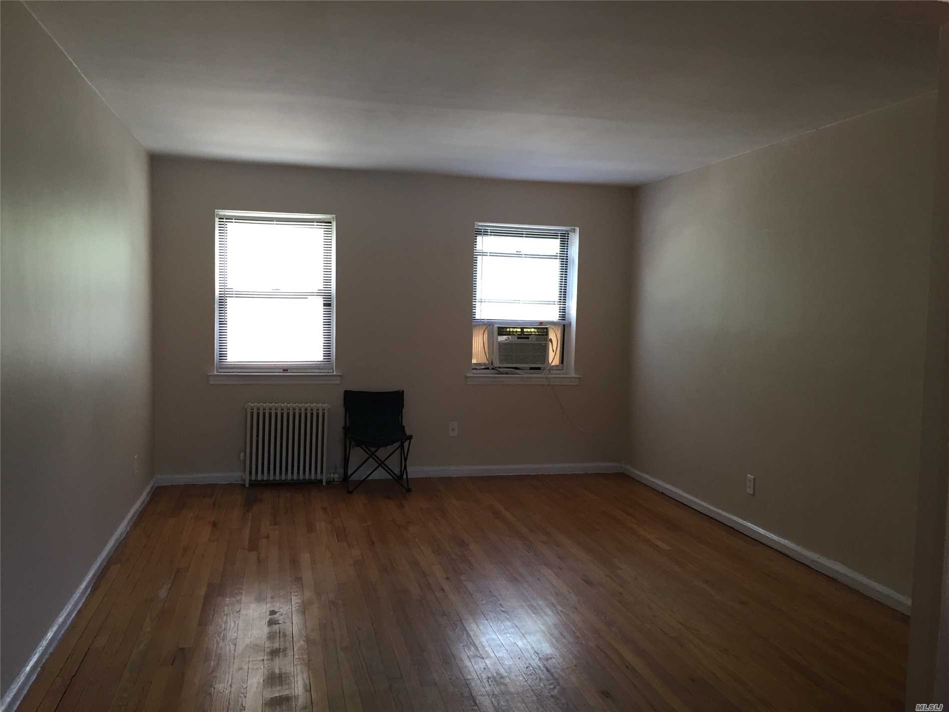 Updated Unit in Jeffery Gardens. Move-In-Ready on High 1st Floor. Laundry Room on Premises, Small Pets OK with Board Approval. Olympic Size Pool in Complex. Near to Bayside LIRR, The Q12, 13, , 27, 31 and Express Bus Qm3.