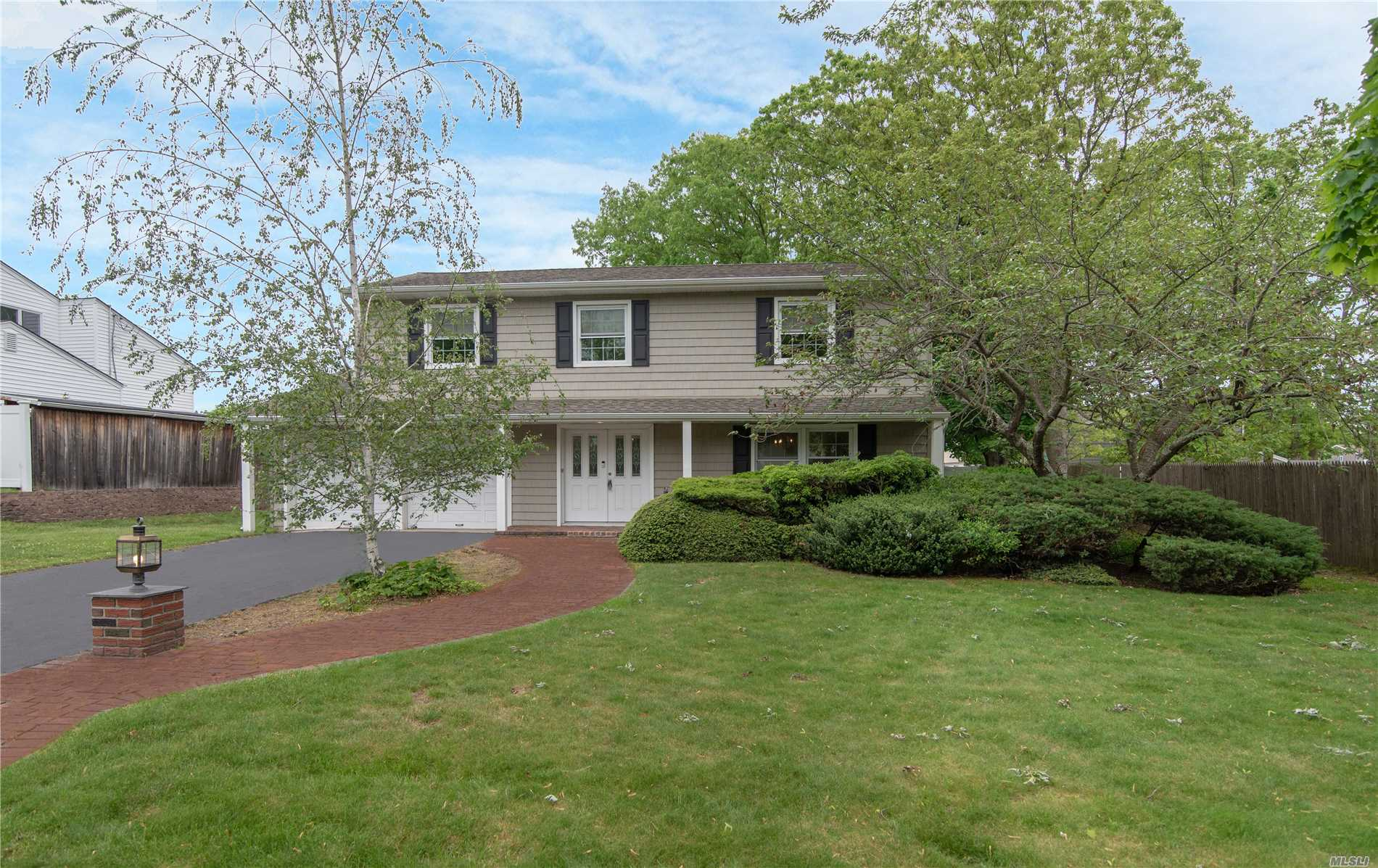 MANY UPGRADED FEATURES IN THIS SPLANCH STYLE HOME IN SMITHTOWN SD, NEWER EAT IN KITCHEN W/SS APPL & GRANITE, NEWER WINDOWS & DOORS, NEW ROOF & SIDING, NEW RUGS, HARDWOOD FLRS UNDER RUGS, FRESHLY PAINTED, 2 NEW BATHS, OIL TANK IS OUTSIDE ABOVE GROUND