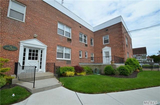Spacious, PET FRIENDLY, Updated 1 Bedroom Co-op. Large Living Rm, Dining Area, Galley Kitchen With SS Appliances, Granite Counters, Full Bath, and Closets Galore !! Situated In The Heart Of Rockville Centre, Close To LIRR, Shops, Restaurants, Etc. Addl Storage And W/D's in Basement. Garage Parking For 1 Auto