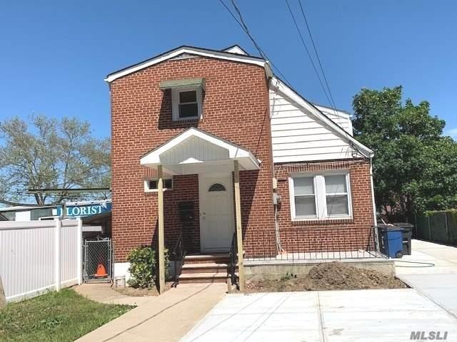 Renovated 2 Bedrooms, 1 Bath, Spacious Kitchen, Living Room, Dining Room, Heat Water, and Gas included. Parking Space Inc. Access to Yard and Front Patio.