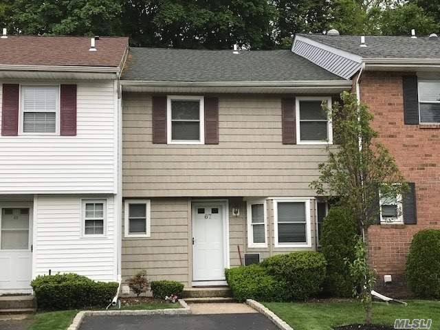 A Gorgeous Townhouse living In A Prestigious Condominium Community in Syosset School District. Beautifully Updated Kitchen with Stainless Steel Appliances and Granite Counter. Full Finished Basement With A Full Bath. Amenities Include Pools, Tennis, Basketball, Gym, Playground, Formal Garden Party Room, Mansion Club House. Conveniently Located for Shopping, Restaurants, LIRR, and more. Must See!