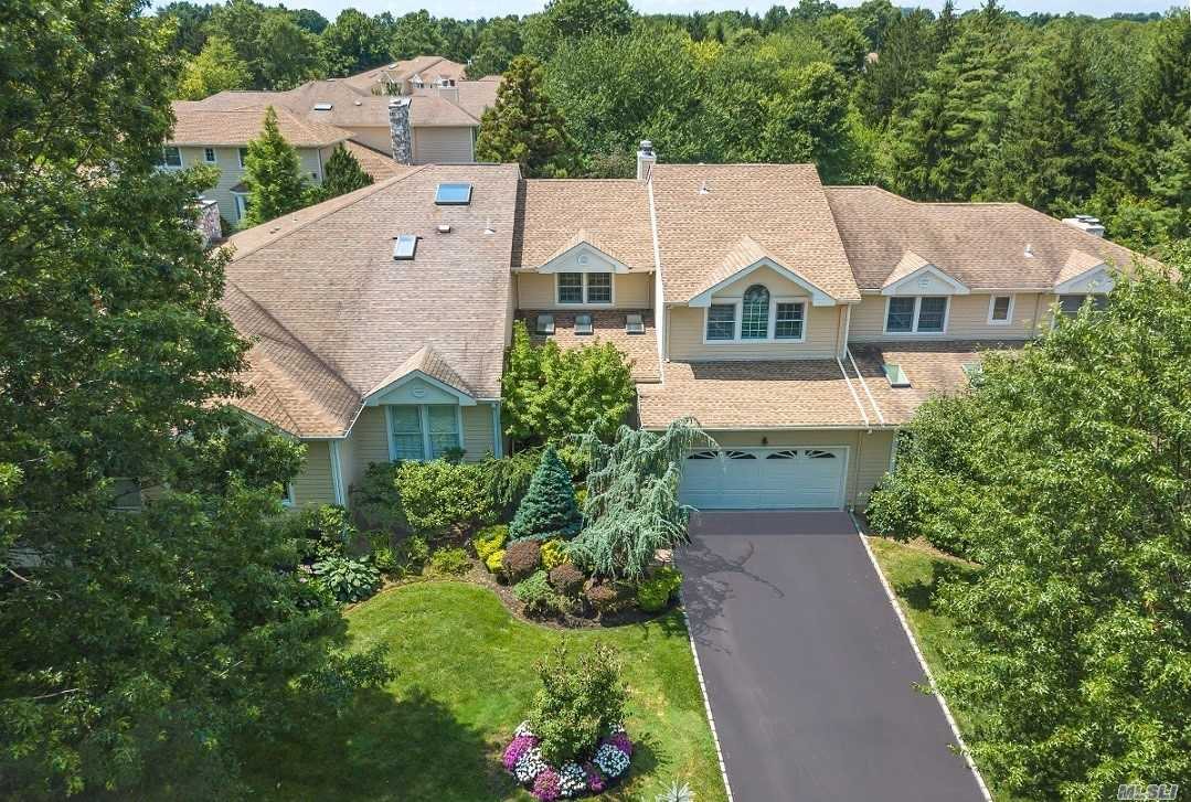Resort-like 24 hr gated luxury community. Ideal private location, 3400 sqft., turn-key mint condition, renowned Herricks S.D., conveniently located to Manhattan, Miracle Mile, free shuttle to L.I.R.R. Recently Remodeled state-of-the-art Club House, Tennis, Pools, and Gym. Easy accessibility to beaches and Golf courses.