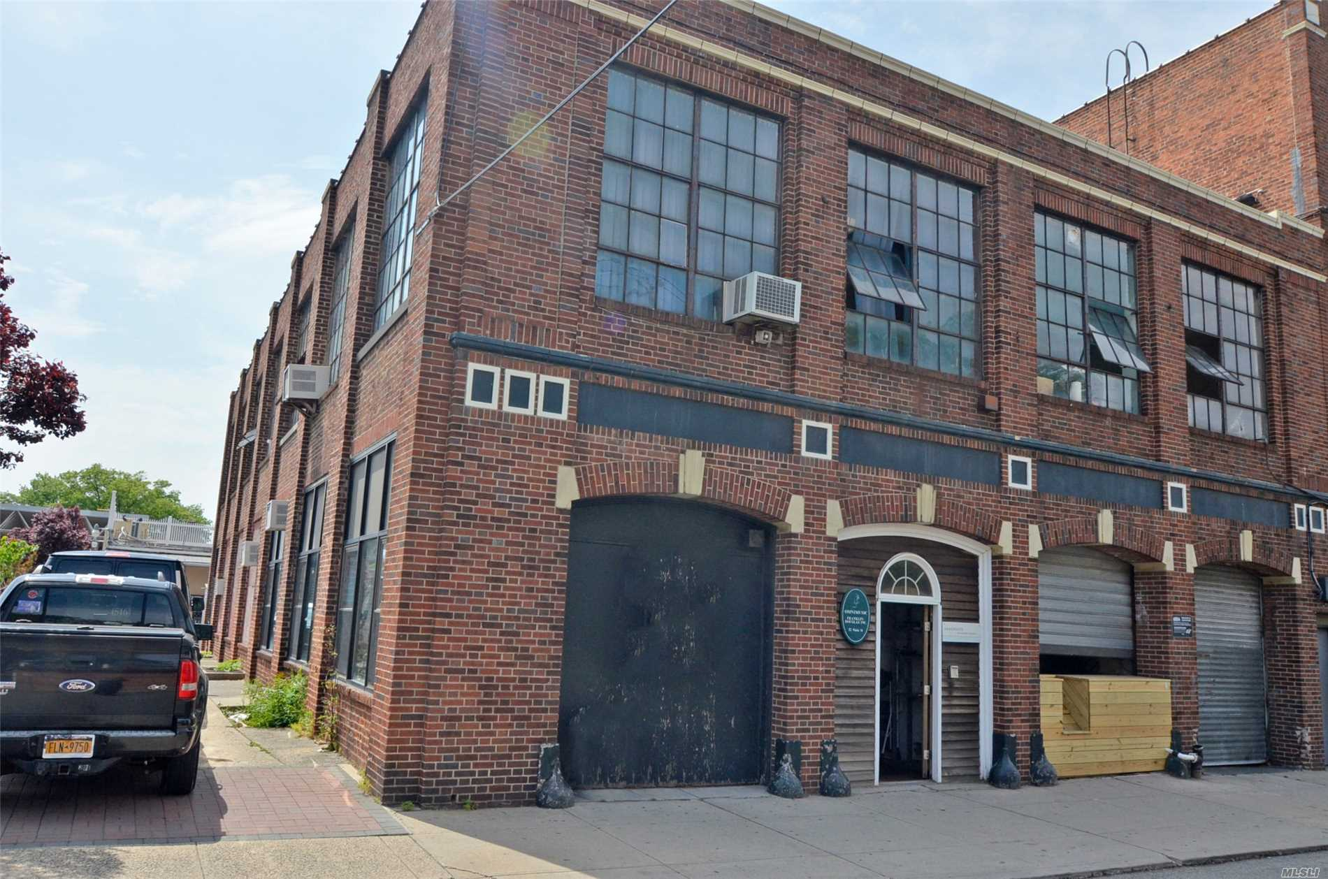 Great opportunity for premium space directly adjacent to Port Washington LIRR station. Store, warehouse space, offices...endless options. 3, 400 sq feet of first floor space with high ceiling. Was in use as recording studio and offices.
