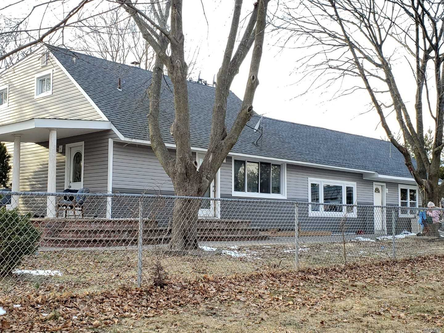 2 HOUSES IN ONE!! COME AND SEE IT 8 BEDS 4 F BATHS NICE LANDSCAPING SOLD AS IS GAS AND OIL MUCH MUCH MUCH...