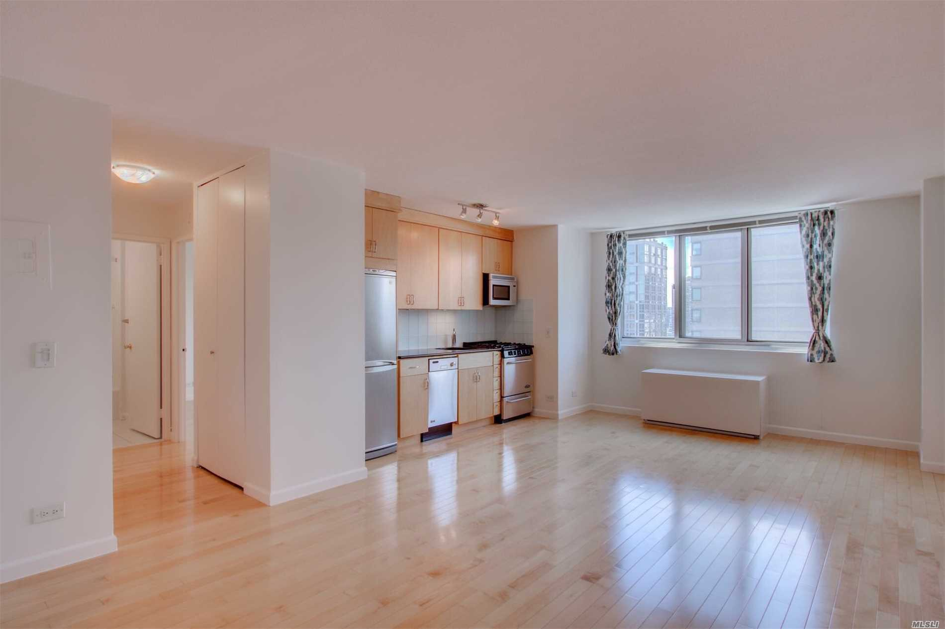 High-floor, south-facing and sun-drenched, this newly refreshed one bedroom unit delivers a wonderfully updated kitchen w/ hardwood floors and closets throughout. Incredible panoramic views to Midtown Manhattan, day or night. Full service building w/ 24-hour concierge, resident manager, parking, sun deck, and more. Sorry, no pets allowed in this unit.