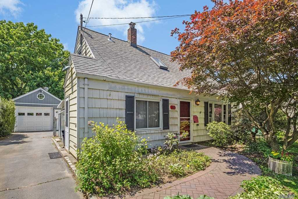 Bright cape is set in a beautiful property with fenced in ground water pool and low maintenance deck. You will love the sun porch and the convenient locations to Parkway, stores and restaurants. Great value with a Roslyn Heights address. Hurry to preview.