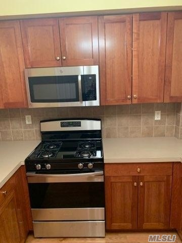 All Renovated Duplex Apartment For Rent In Glendale. Open Concept Master Room W/New Carpet & Private Bathroom. Living Room, Dining Room, Eat In Kitchen W/ Ss Appliances & Dishwasher, Hardwood Flooring Throughout. Central Ac + Heating. Washer & Dryer Included. Access To Backyard. Just Steps Away From Supermarket. Close To All!!!