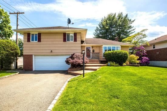 Beautiful split style house in Syosset. This house boasts 4 bedrooms and 3 full bathrooms. Master bedroom w/ensuite. Modern eat in kitchen with SS appliances & granite counters. Family room, attic, office. Full finished basement. Backyard with Deck and patio. Convenient location. Call today!
