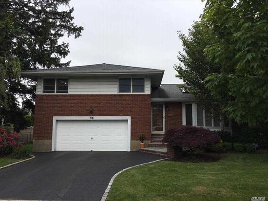 Best Value w Syosset Schools!!! Super Low Taxes! Move Right In To This Gorgeous well kept Split On a Great, Quiet Block. 5 Skylights Add To This Light, Bright Home. Expanded Eat In Kitchen w Formal Dining Room. Large Family Room With Sliders To The Deck! Playroom, Laundry Room & Utility Room in Lower Level.