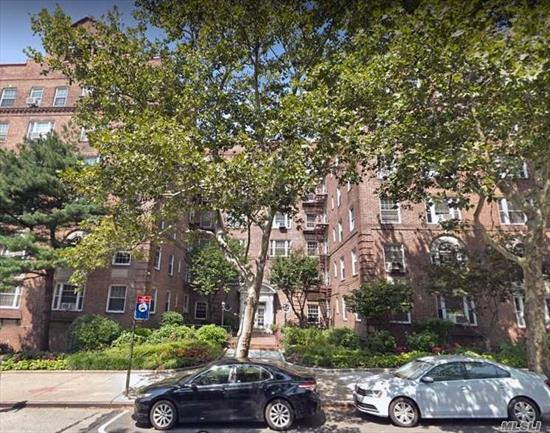 New on the market! Very Large, spacious, bright and sunny Junior 4 apartment in excellent condition. Large Living room/dining room with high ceiling. 2 Bedrooms including large master bedroom with 2 windows, modern eat in kitchen, renovated full bathroom. Many Closets. 24 hours security and surveillance.close to shopping, public transportation, LIRR and E &F Subway and major highways.Close to Forest Park.