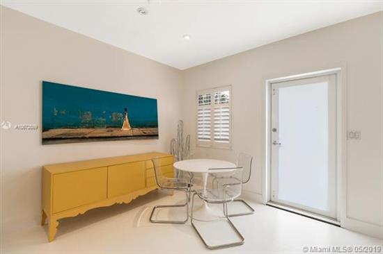 Beautiful Architectural Garden 1 Bedroom Co-Op.<Br />Entirely Renovated.<Br />Highly Sought After Biscayne Island On The Venetian Causeway.<Br />New Kitchen, New Bathroom, Turn Key.<Br />Amazing Location With Perfect Pool With Bay View. Gorgeous Landscaping.