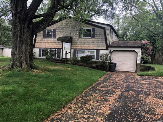 Spacious Colonial with 5 rooms 3 bedrooms and 1 bath. Full Basement. Close to Shopping, Transportation and Major Roadways.