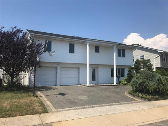 Recently remodeled split ranch, with newer kitchen and stainless steel appliances, large floor plan with updated bathrooms. Large LR with fireplace for entertaining !! Pool will require renovation.