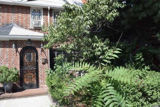 A Wonderful Whole House Rental Right In The Heart Of Briarwood! It Features A Fully Finished Basement, 2 Kitchens, 2 Full Baths, 1 Half Bath, Washer/Dryer. It Has Lots Of Closet Space.