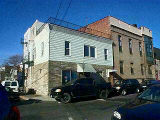 RECENTLY RENOVATED BRIGHT SPACIOUS UNITS, NYC VIEWS, ROOF DECK, UNFINISHED COMMERCIAL SPACE READY TO BUILD OUT. VACANT AND EASY TO SHOW. LOCATED IN RAPIDLY DEVELOPING CLIFF AREA OF UNION CITY FACING NY CITY. ALL UNITS UTILITIES SEPARATED.