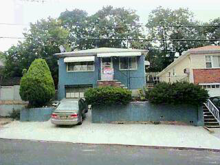 LOVELY 1 FAIMLY IN JERSEY CITY HTS. LOCATED ON WESTERN SLOPE THIS 4 BED/ 2 BATH COLONIAL BOASTS HW FLOORS, NEW KITCHEN, APPLIANCES AND 2 CAR PKG. FRONT OF HOUSE UPDATED AS WELL, WONT LAST.