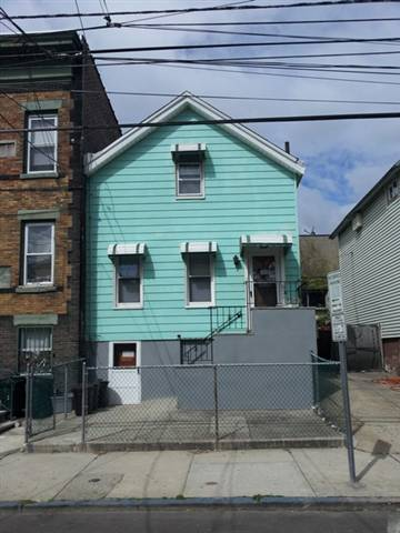 Single family for sale, great location, low taxes, affordable! Make this house your new home. Close to Light Rail, NYC buses, schools, park, shopping, and easy access to major highways. A must see!