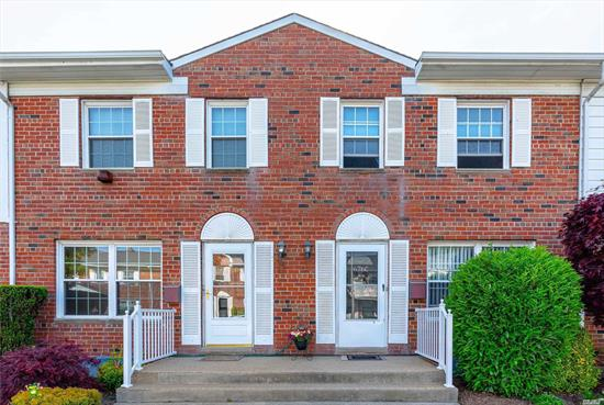 Spacious 3 Bedroom Condo/townhouse, traditonal colonial floor plan with the conveinience of condo living. HW Floors, CAC, Large EIK with SS appliances, rear deck for BBQ entertaining & partially fnished basement. Home has newer windows, new water heater, plenty closet space and Gas heating. This Pristine condo development is in the Uniondale school district, close to public transportation, highways, schools & shopping.