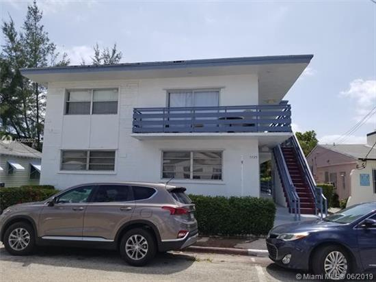 Remodeled Studio , 4 Blocks To The Beach, On The Second Floor Of A Quiet 2 Stories Building. Very Low Maintenance Of $ 120.00 Per Month, Paid Quarterly. (Excellent For Investors). Tenant On A Monthly Basis, Paying $1, 150.00 Per Month. No Airbnb Per Association. Street Parking