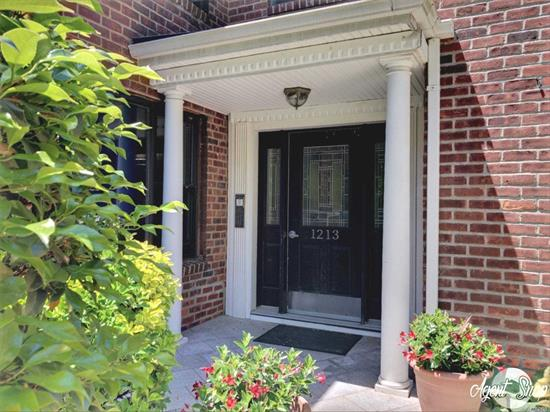 Totally Updated Top Flr & Corner Unit in the Beautiful Gardentown Complex w/ Ample Parking! This Beauty Has Been Tastefully Renovated & Boasts a Newer Kitchen w/ Honey Maple Cabinets/SS Appl/Quartz Ctrps, Newer Designer Bath w/ Subway Tiles/Granite Flrs, Gleaming HW Flrs, Washer/Dryer in Unit, Huge FDR, New AC's & Pull-Down Attic (Storage)! Free Parking in Lot or Pay $50/Mth For Garage Spot! Cats Ok. Monthly Maint only $1, 388.48 after Basic STAR & Incl's Heat/Water/Taxes. Close to LIRR. Wow!