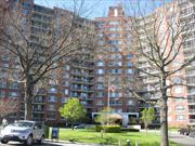 Deluxe CO-OP Bldg. Large JR4 2 Bedrooms, Eat in Kitchen w/window,  Bath, , Extra large Screened Terrace,  Manhattan and Water Views, Close to Long Island Rail Road City/Express Buses, Parkways,  OAKLAND LAKE