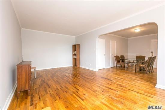 Great Neck Plaza Top Floor Unit. Spacious Living Room & Dining Area. Near LIRR, Parks Town & Shopping. Super on Premises, Private Storage Bin. 2 Cats Allowed. Heat, Gas & Water Included