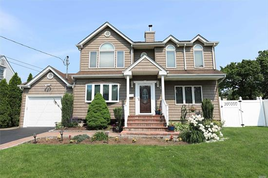 Desirable North Syosset Location. 5 Bedroom, 2 bath Colonial with soaring 10-11 Foot Ceilings on 2nd Fl. Hw Floors, Hi Hats, CAC, Cherry Wood Cabinets & Granite Counters In EIK, Mstr Br Suite W/Jacuzzi & Dressing Room, Top Quality Appliances, Anderson Windows. Gas on Street, iGS, Office/Bedroom on 1st Fl. Too many updates to list. Heated Salt Water Pool-2011