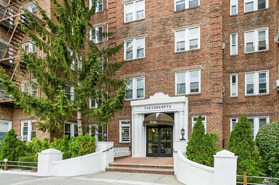 Prewar large one bedroom with eat-in kitchen. Pet friendly, short distance to express subway, LIRR station, Austin Street shopping and restaurants.