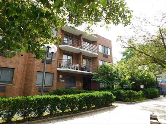 Stylish, up-to-date large 2 bedrooms 2 baths condo with a balcony. 1080 square feet. New appliances. The apartment is in perfect condition. The building is PET-FRIENDLY. Great flowing layout with skylight lit dining room. A real pleasant place to live!!!