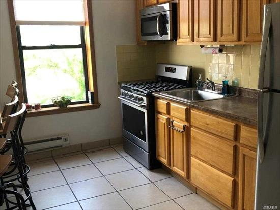 2ND FLOOR 1 BED APT IN THE HEART OF RVC .. WALK TO RR STORES AND RESTAURANTS , MUNICIPAL PARKING