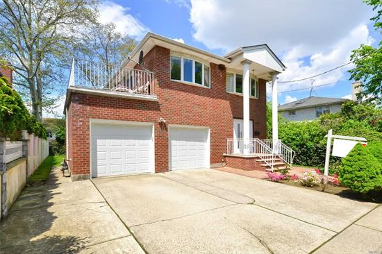 Large All Brick Custom House Built In Year 1992 With 3 Level Fabulous Living Space In Excellent Condition ! 4 Bedrooms, 4 Baths. New Granite Kitchen, Modern Bath & New Roof. Great Flow Of Entertaining & Terrific Curb Appeal ! Prime Whitestone Beechhurst Location. Perfect For Big Families With Large 27X53 Building Size.