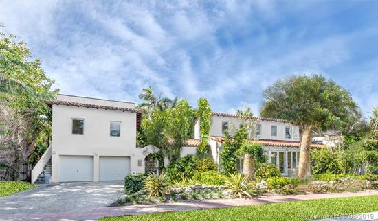 One Of Few Homes On Venetian Islands Situated On An Oversized 11, 250 Sq. Ft. Lot. Renovated With Modern Finishes And Spacious Living Areas This House Offers All The Luxuries Of New Construction At Half Of The Price. Beautiful Landscaping, Guest House And Two Car Garage Paired Up With An Incredible Pool And Backyard Assures Your Every Need Will Be Met.