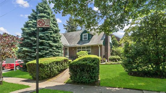 Great Opportunity Mint Large 4Br, 3 Full bath Split House in a huge conrer lot. Great Location in a quite neighborhood of Flushing. Walking distance to LIRR. Master suite with full bath and 3 Br with another bath. Full Finshed Basement with Bath and Cedar wood finish walls. EiK, Formal Drm and Huge Family Rm with Fireplace, 2 car garage and pvt Dvwy fro 2 more cars. much more to list ..Must see to believe Hurry Up...will not last.