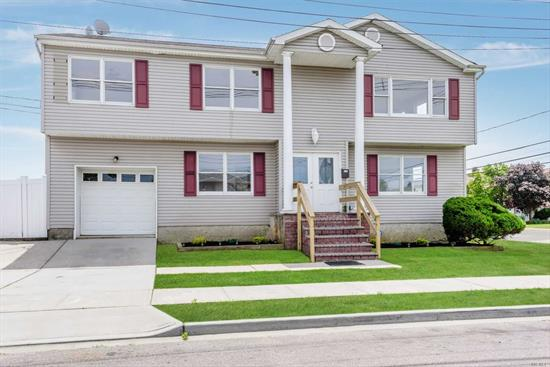 Great size, Waterfront home with enough room for an extended family in excellent condition. Built in 2002. Freshly painted, updated bathroom and kitchens, New gas boiler and hot water heater. Ready to move right into. Located blocks from the famous nautical mile. Entertainers paradise. Low flood insurance.